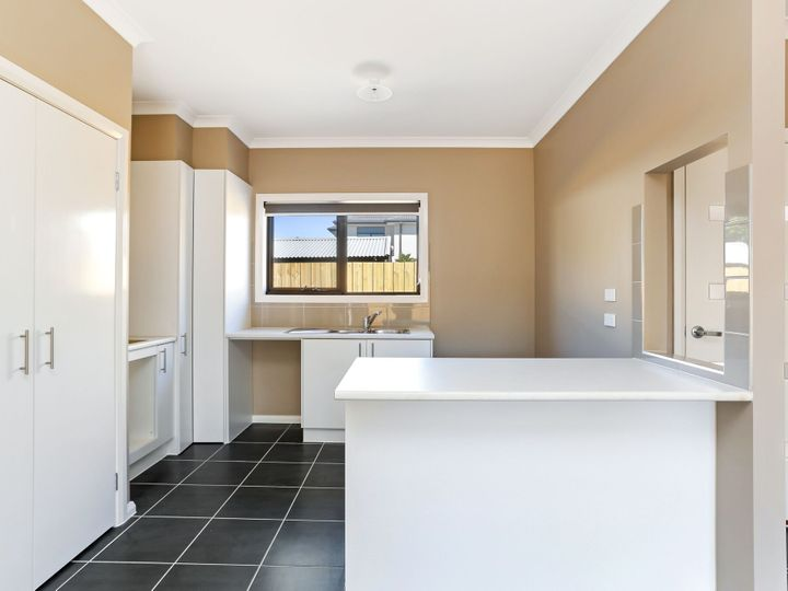 2/57 Cuthbert Street, Broadmeadows, VIC