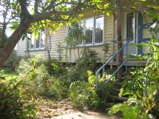 TRANQUIL UNIT IN LEAFY SURROUNDINGS - Coorparoo