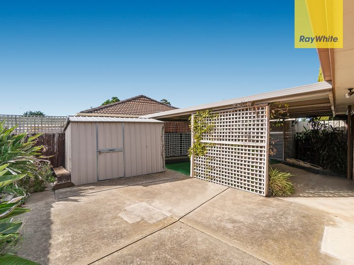 1/17 Cambrian Way, Melton West, VIC