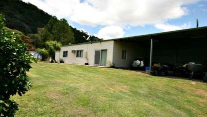 379 East Funnel Ck Road, Sarina Range