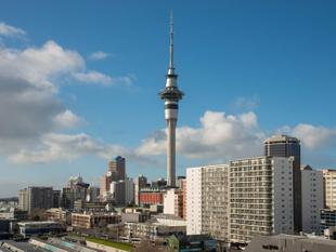 LANDSCAPED COURTYARDS & HARBOUR VIEWS - Auckland Central