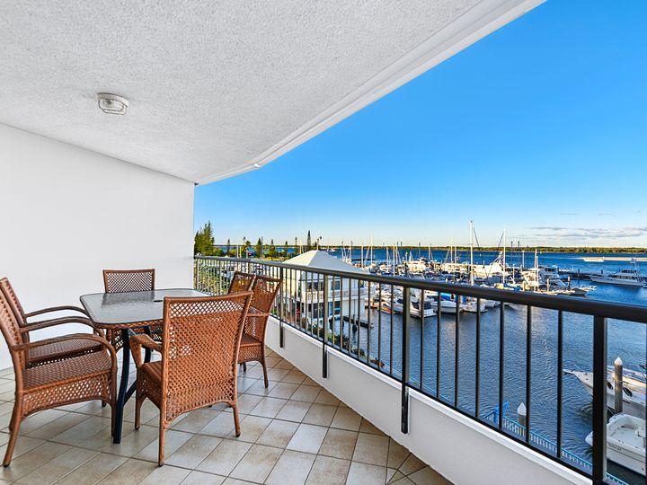 11/17 Bayview Street, Runaway Bay, QLD