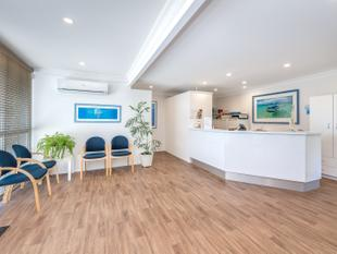 APPROVED MEDICAL CENTRE  IDEAL LOCATION! - Runaway Bay