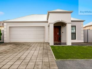 Dual Fronted Family Home In Parkway Village. - Mawson Lakes