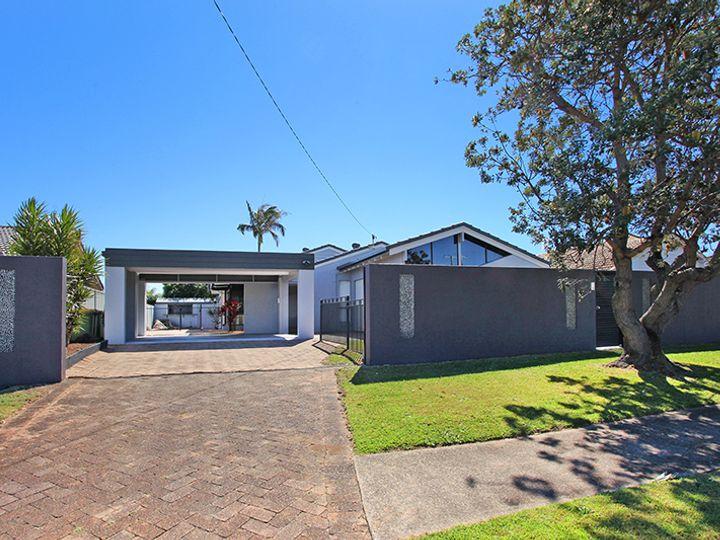 7 Wyanda Drive, Warana, QLD