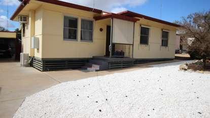 6 Nicol Crescent, Waikerie