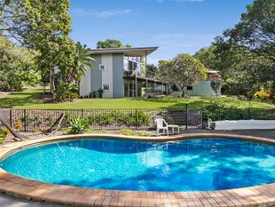 Acreage Property with Pool, Granny Flat and HUGE 18m Storage Hanger! - Hemmant