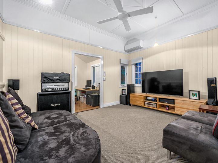 9 Philip Street, Hawthorne, QLD