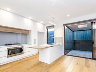 BRAND NEW CONTEMPORARY HOME - Doncaster East