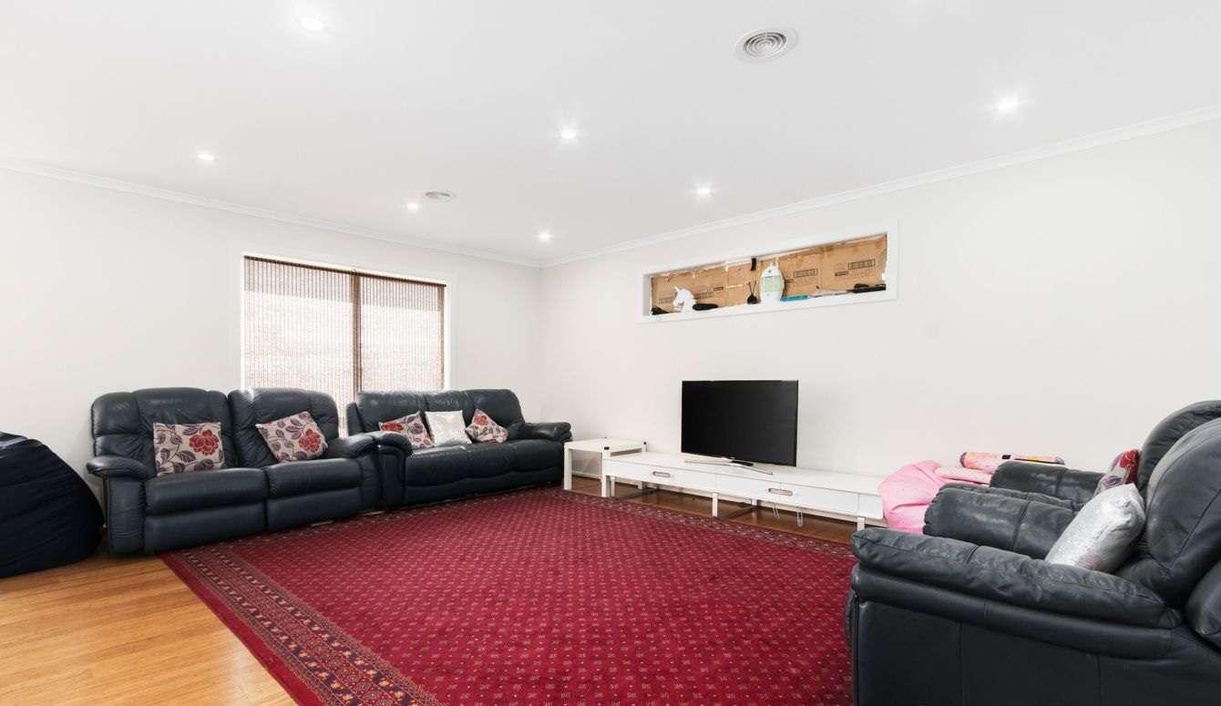 Photos video unit for rent in narre warren
