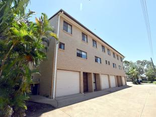 :: AIR CONDITIONED CITY TOWNHOUSE - CLOSE TO SHOPS, SCHOOLS AND HOSPITAL  (12 IMAGES) - West Gladstone