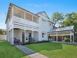 STUNNING RENOVATED QUEENSLANDER HOME, IN THE HEART OF HAWTHORNE - Hawthorne