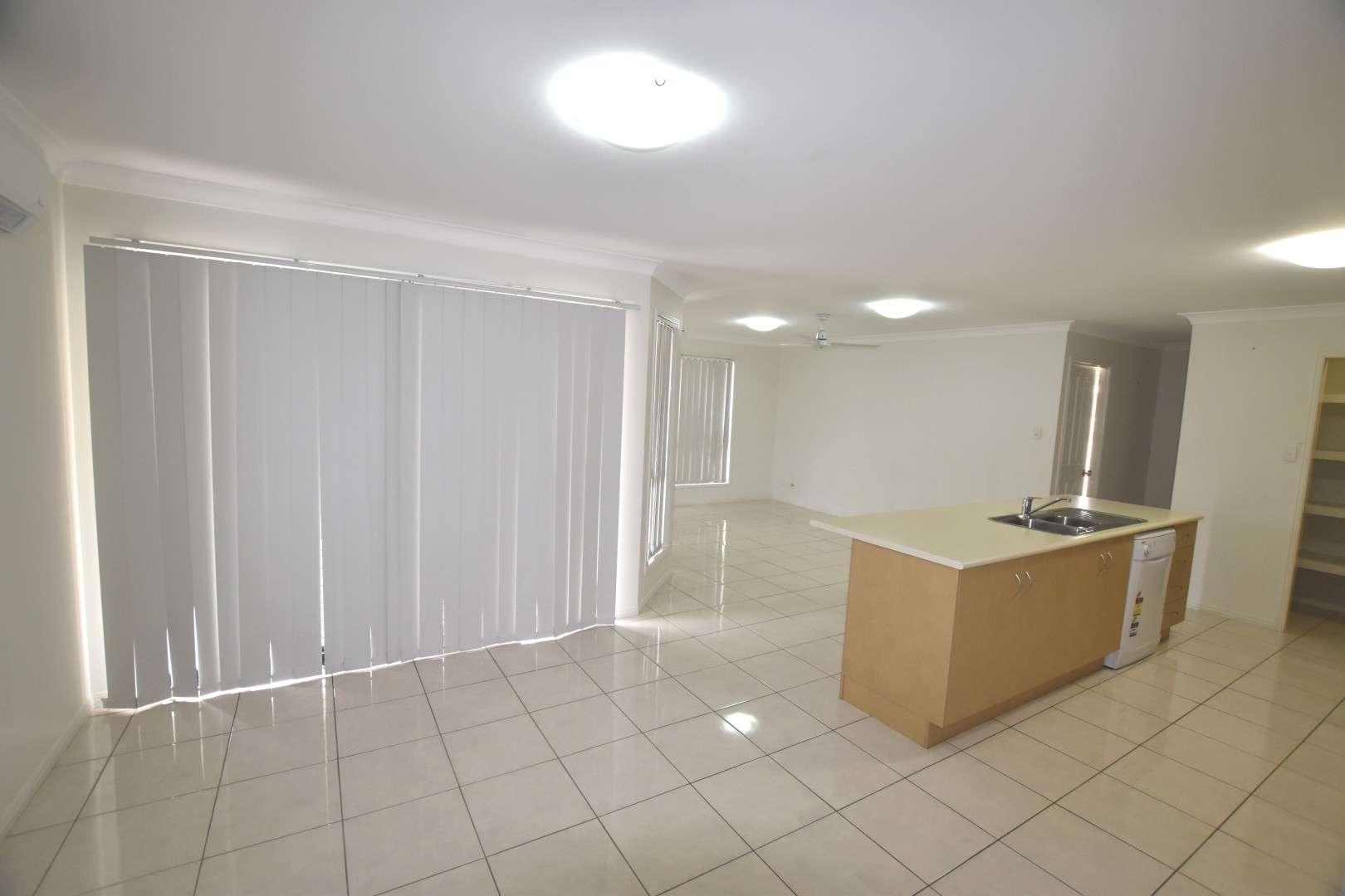 24 Woodland Court, Kirkwood, QLD 4680