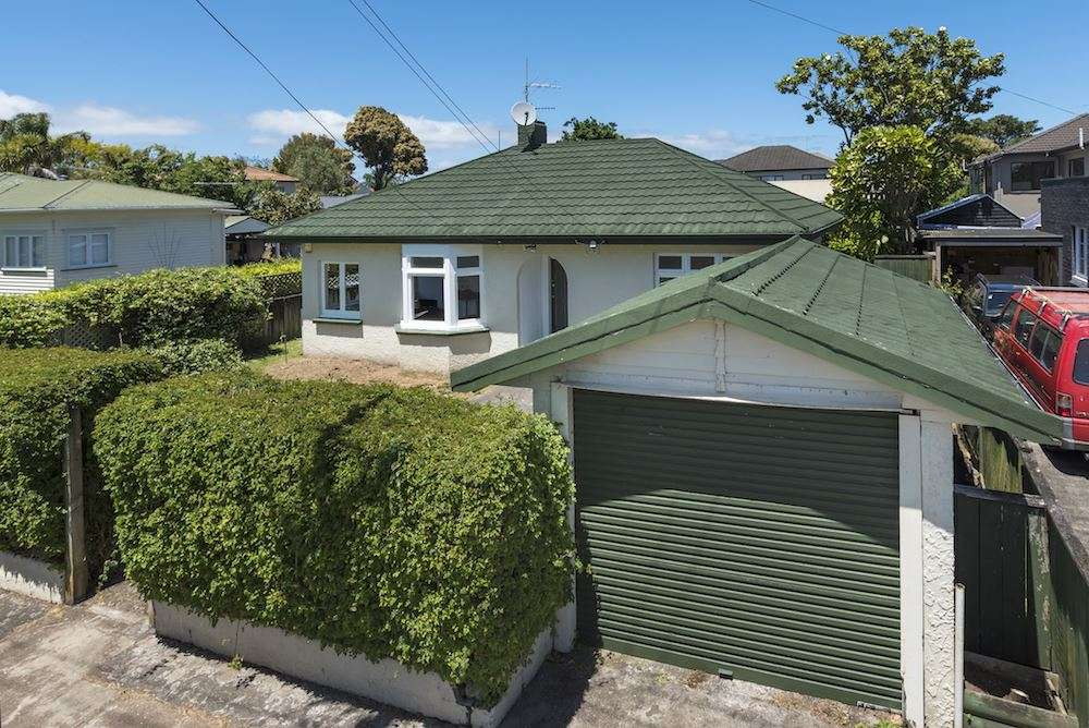 28 Invermay Avenue, Mount Roskill, Auckland City 1041