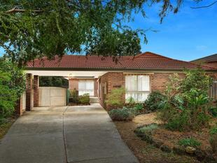 Beautiful Family Home Located at a Peaceful Court with Brand New Carpets - Wantirna South