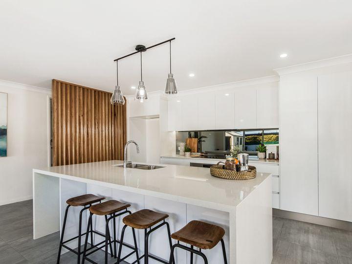12 Kinloch Avenue, Benowa, QLD