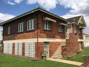 Location & Character with 20 m Frontage to the Bruce Highway! - Rockhampton City