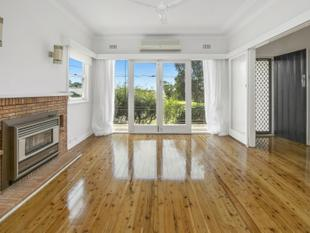Refurbed Beauty with Large Backyard - Beacon Hill