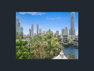 FULLY FURNISHED  Ultra-Chic Riverfront Apartment - Surfers Paradise
