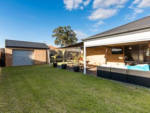 MODERN HOME IN ENVIABLE LOCATION - Baldivis