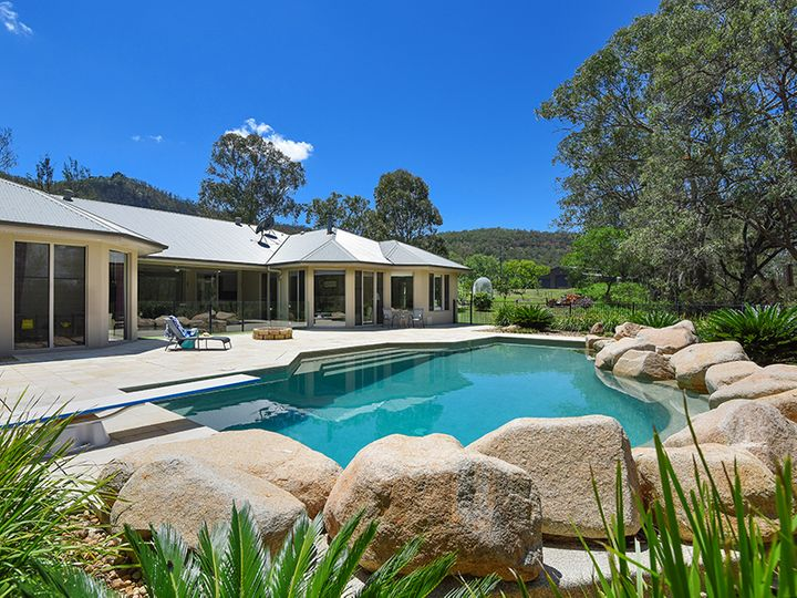 1717 Flagstone Creek Road, Upper Flagstone, QLD