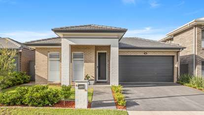 21 Honeybee Crescent, Calderwood