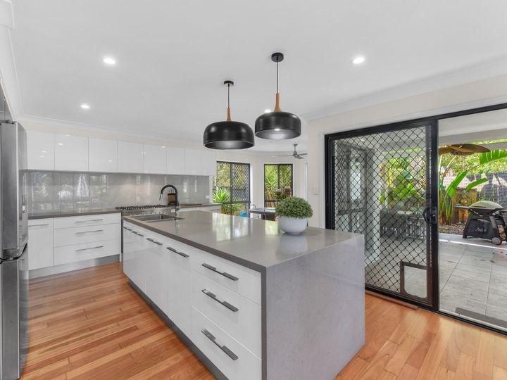 32 Cobblestone Street, Bridgeman Downs, QLD