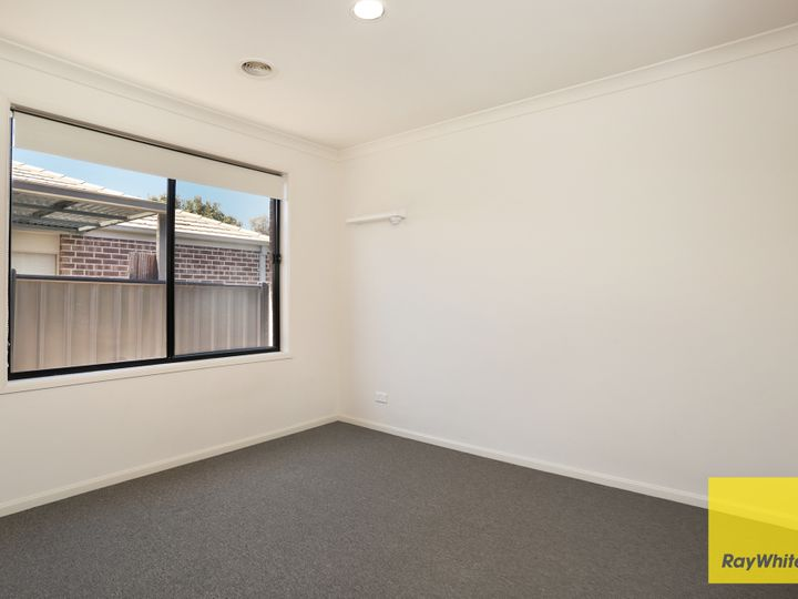 4 Tanner Mews, Point Cook, VIC
