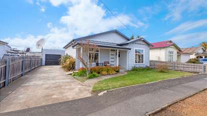 10 Kinross Road, Invermay