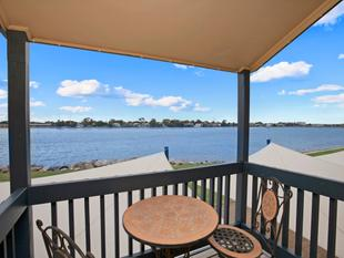 You Can't Beat A Lakefront Home!! - West Lakes