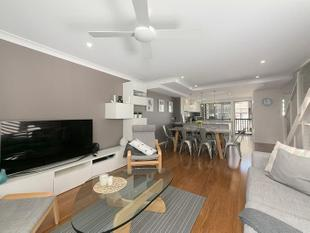 THIS WELL PRESENTED THREE LEVEL UNFURNISHED TOWNHOUSE IS THE ONE!!! - Kangaroo Point