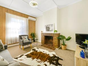 Beautifully Updated Solid Brick Maisonette - Pennington