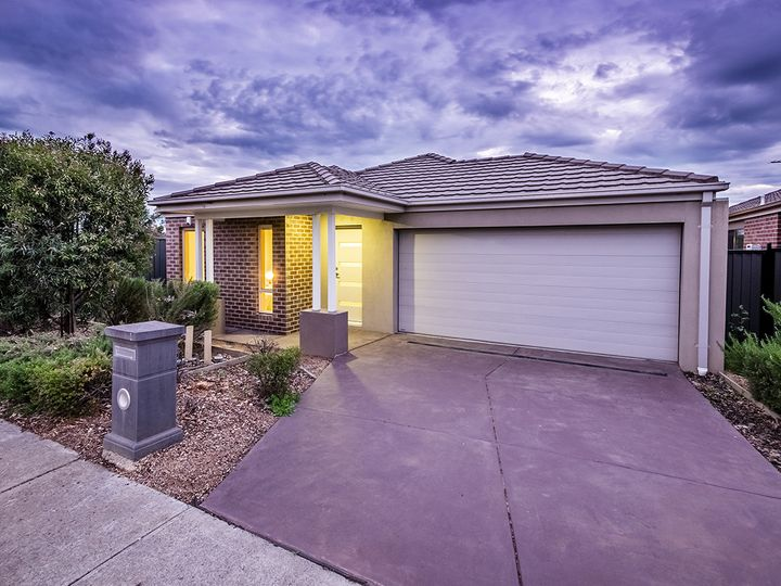 21 Barossa Drive, Clyde North, VIC