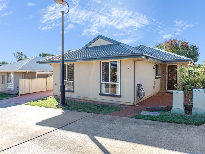 Unit 7/303 Spring Street, Kearneys Spring, QLD