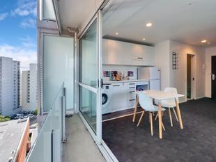 Corner Unit with 2 Decks and view of the park - Auckland Central