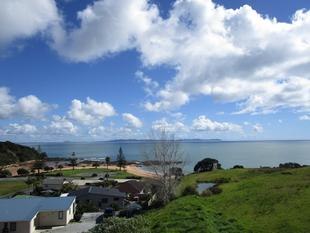 Location & Sea Views - Cable Bay