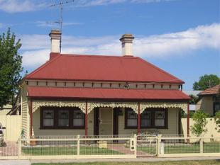 Pretty, Renovated Victorian on 826sqm Land - Seymour