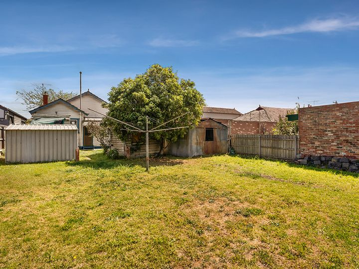 16 Ferry Crescent, Brunswick West, VIC
