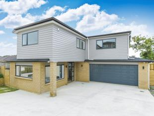 near new  Executive Town House - Onehunga
