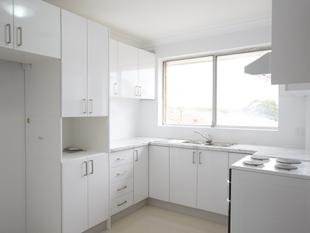 RECENTLY RENOVATED TOP FLOOR 2 BEDROOM UNIT LOCATED JUST MINUTES AWAY FROM PUNCHBOWL STATION, SHOPS, SCHOOL - Punchbowl
