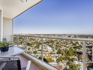 The Elan' Luxury Apartment With Panoramic Views & Parking - Potts Point