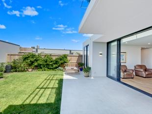 Luxury Garden Apartment - North Narrabeen