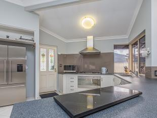 Big Family Home in a Great Location!!      ALL OFFERS!!! MUST BE SOLD!!! - Canning Vale