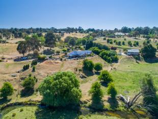 Secluded Living with an Extraordinary View - Carcoar