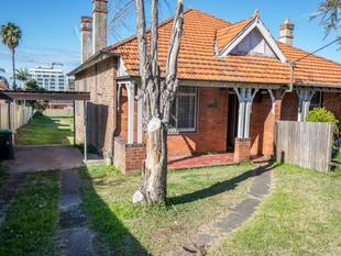 2 Bedroom Semi With Huge Backyard - Burwood
