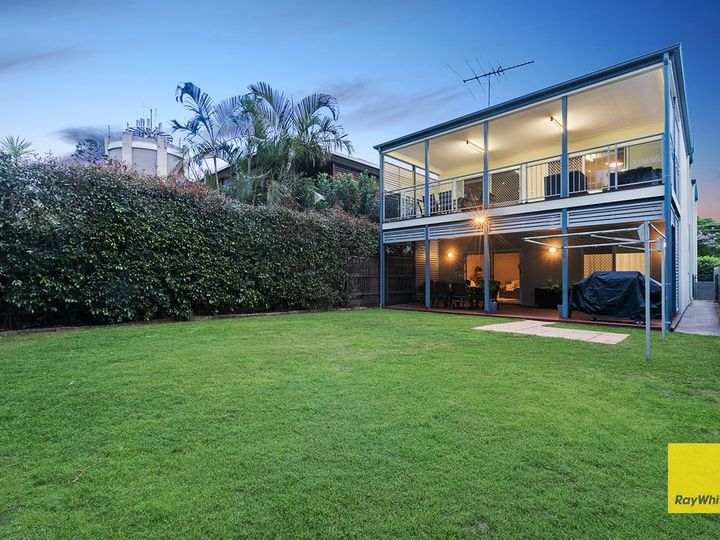 11 Blackwood Road, Manly West, QLD