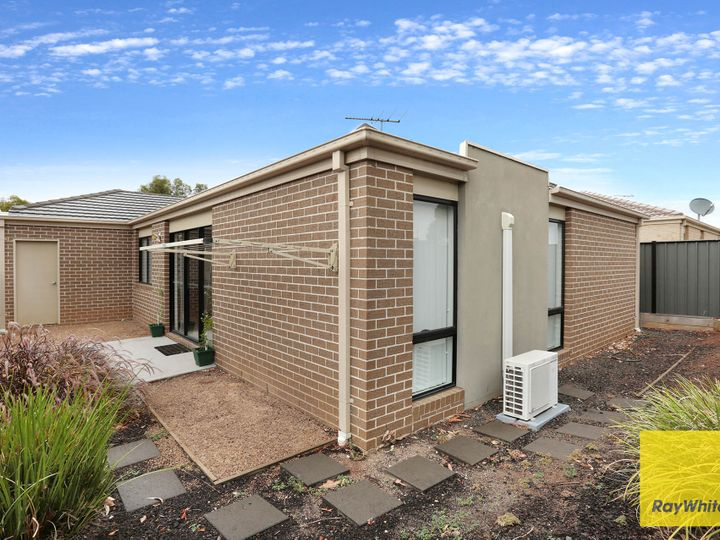 15 Tanner Mews, Point Cook, VIC