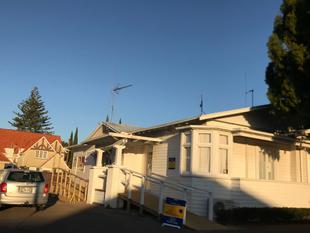 High Quality on Devonport Road - Tauranga