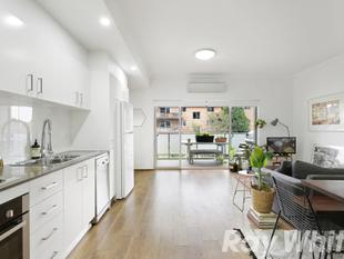 Light and style in a designer top floor apartment - Marrickville