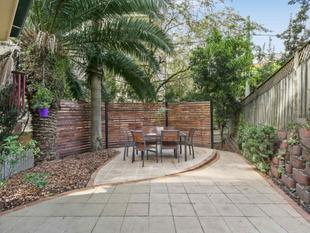 Blissfully Tranquil and Serene, Spacious Easy-Care Townhouse - Roseville